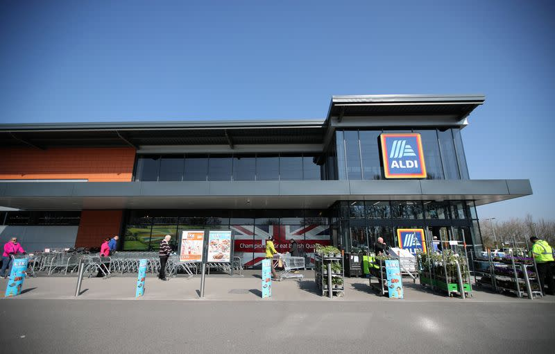 Aldi UK trials click-and-collect grocery service