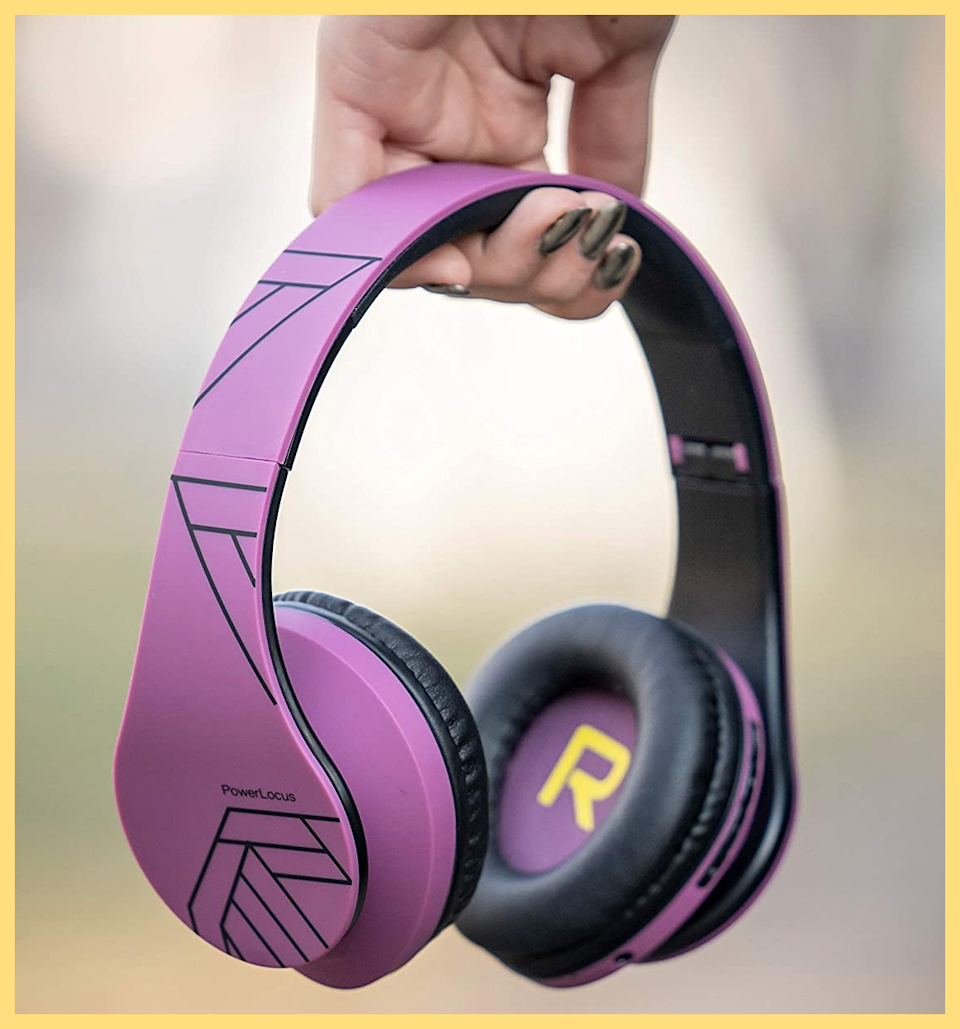 These wireless headphones even have an FM radio built-in! (Photo: Amazon)