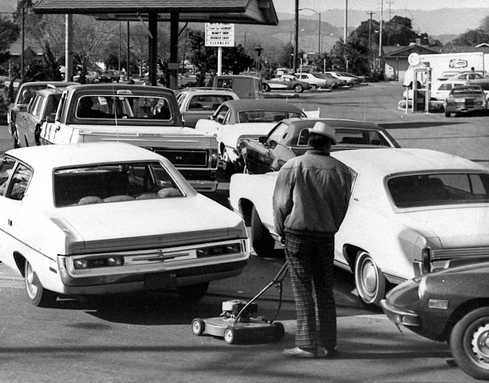 "<span class=""caption"">An image from March 1974 showing long lines at a gas station in California as a result of the oil embargo.</span> <span class=""attribution""><a class=""link rapid-noclick-resp"" href=""<a href="