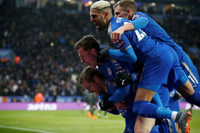 Soccer Football - FA Cup Quarter Final - Leicester City vs Chelsea - King Power Stadium, Leicester, Britain - March 18, 2018 Leicester City's Jamie Vardy celebrates scoring their first goal with team mates REUTERS/Andrew Yates