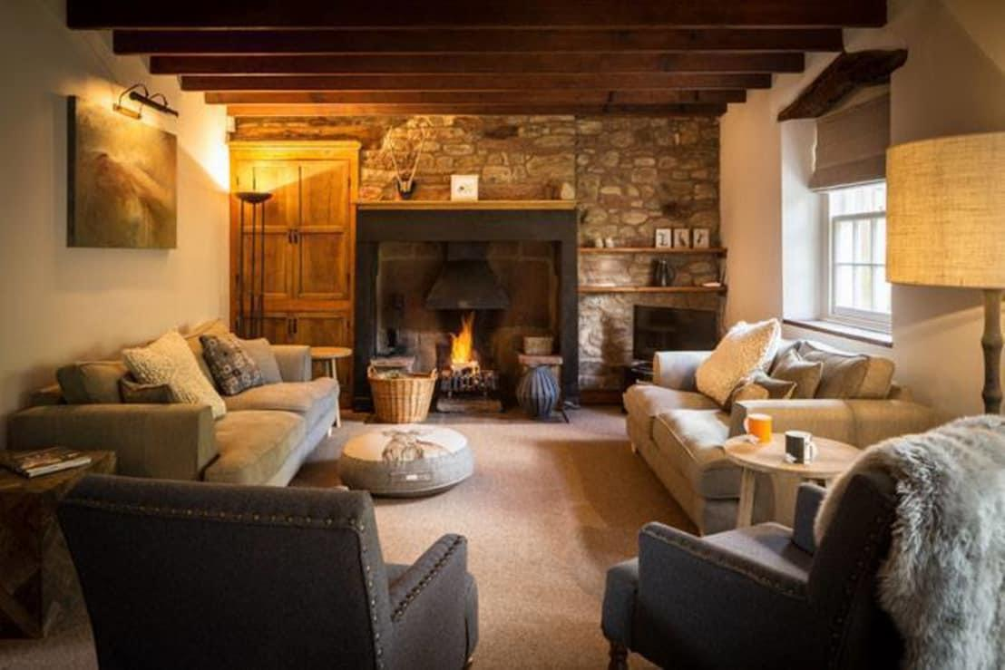 <p>Homes in the country need to be warm, cosy and ready for every seasonal change, which is why a layered approach to textiles is vital. Cushions, throws, rugs and blankets will all feature majorly and do not have to be perfectly matched in colour pattern. A little diversity will go a long way.</p>  Credits: homify / Linda Joseph Kitchens & Interiors