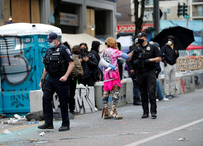 FILE PHOTO: Seattle Police officers leave the scene of a fatal shooting without incident in the CHOP (Capitol Hill Organized Protest) area as people occupy space in the aftermath of the death in Minneapolis police custody of George Floyd, in Seattle, Washington, U.S. June 29, 2020. REUTERS/Lindsey Wasson/File Photo