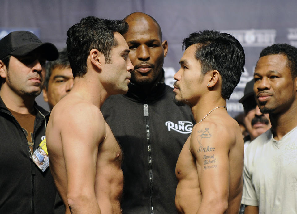 LAS VEGAS, NEVADA DECEMBER 5, 2008––Oscar de la Hoya, left, and Manny Pacquiao square–off during weigh–in's at the MGM Friday in Las Vegas.  (Photo by Wally Skalij/Los Angeles Times via Getty Images)