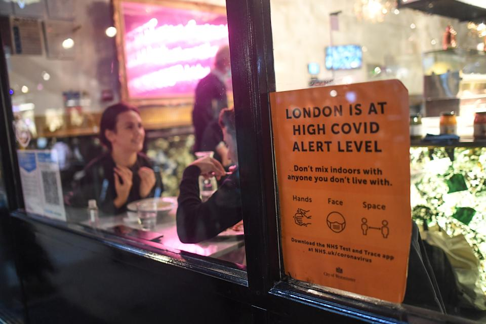LONDON, ENGLAND - NOVEMBER 03: A Covid alert sign is seen in the window of a restaurant on November 3, 2020 in London, England. Non-essential businesses, including pubs and restaurants, will be forced to close from Thursday, Nov 5, following a new national lockdown in England. (Photo by Peter Summers/Getty Images)