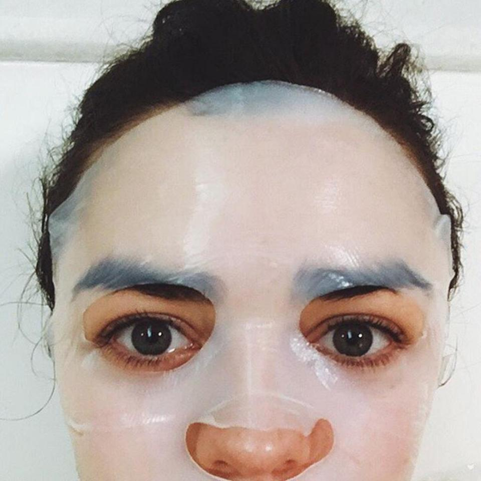 Who's behind the mask? It's 'Game of Thrones' star Maisie Williams sharing a candid Golden Globes prep moment. (Photo: Courtesy of Instagram.com/maisie_williams)