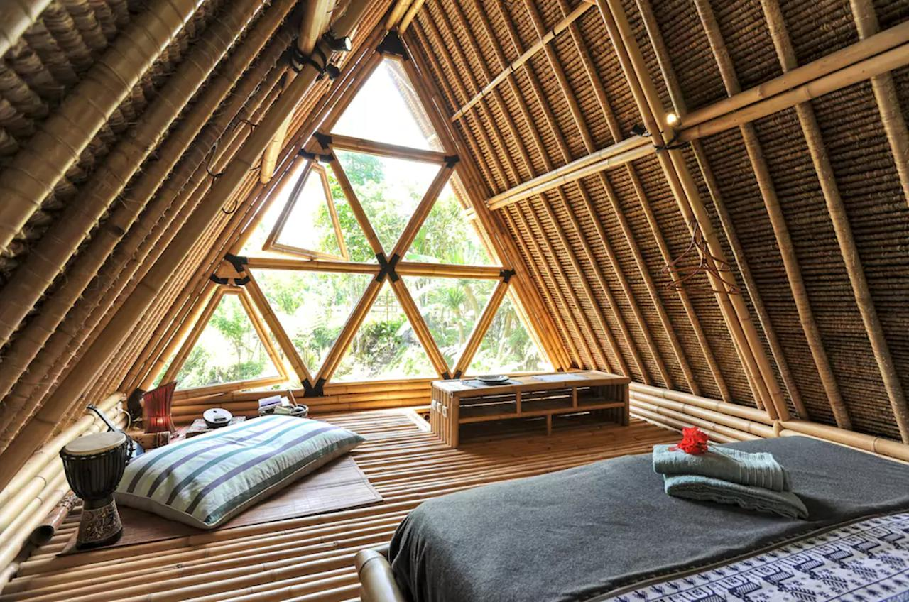 <p>Use of electrical appliances are kept to a minimum in this nature retreat, which has been built with the environment in mind. The house is designed to stimilate natural airflow throughout, removing the need for air conditioning. </p>