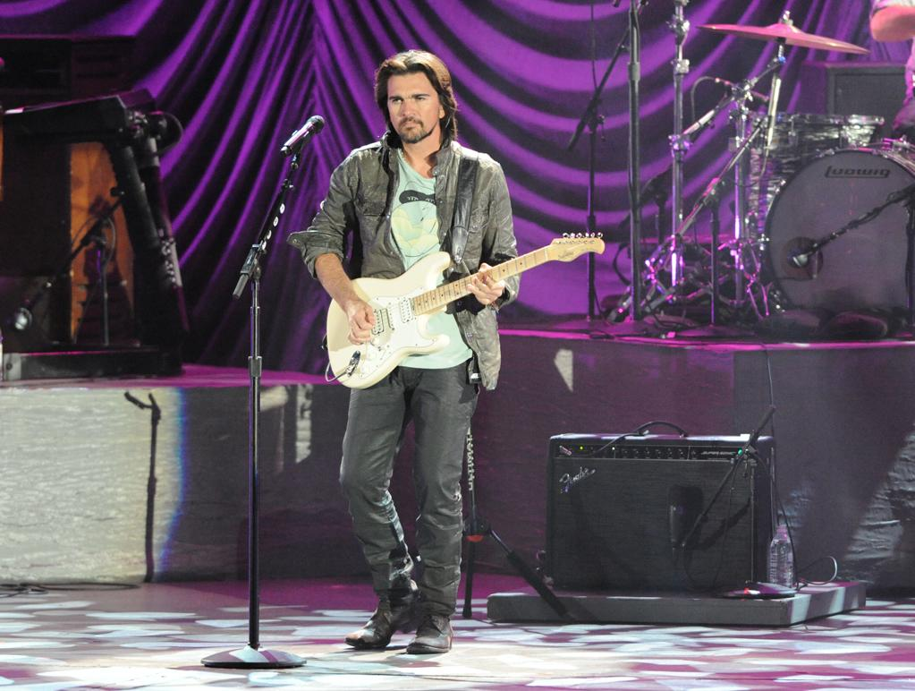 """Juanes performs at the """"A Decade of Difference"""" concert on October 15, 2011, at the Hollywood Bowl, Los Angeles. <br><br>(Photo by Stephanie Cabral/Yahoo!)"""