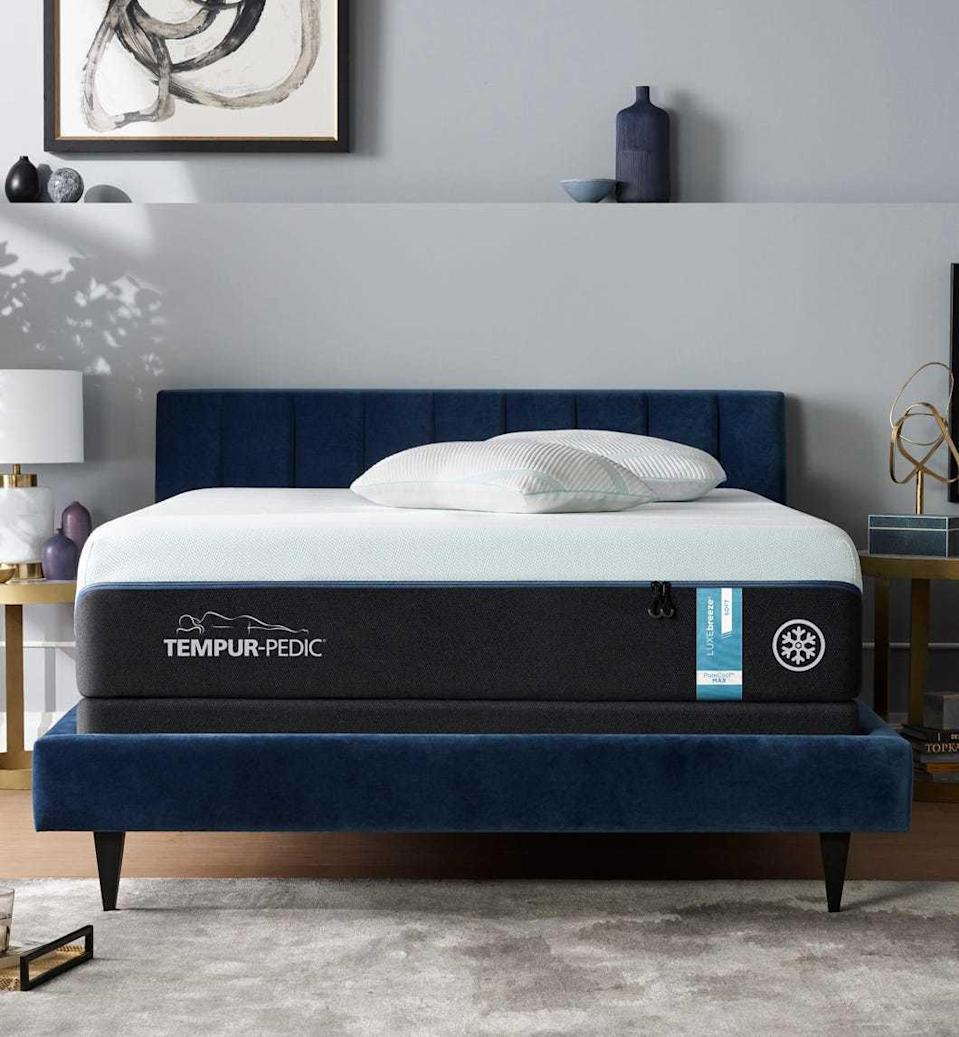 """<h3><a href=""""https://www.tempurpedic.com/shop-mattresses/tempur-breeze/v/3044/"""" rel=""""nofollow noopener"""" target=""""_blank"""" data-ylk=""""slk:Temper-Pedic TEMPUR-breeze Mattress"""" class=""""link rapid-noclick-resp"""">Temper-Pedic TEMPUR-breeze Mattress</a></h3><br><strong>Mattress Type: </strong>Cooling Foam<br><strong>Sleeper Style: </strong>Stomach<br><strong>Pros: </strong>Temperature Regulation <br><strong>Cons: </strong>Weight<br><br>""""I'm convinced that Tempur-Pedic makes mattresses so that you'll never want to move. I mean that in a couple of ways: one, once you lie down on this mattress, you'll be so comfortable that you literally never want to get up; and two, this mattress is so heavy that it makes transporting it from one home to another essentially impossible. Obviously, this is not actually how Tempur-Pedic actually designs its mattresses, but it was my experience testing the <a href=""""https://www.tempurpedic.com/shop-mattresses/tempur-breeze/v/3044/"""" rel=""""nofollow noopener"""" target=""""_blank"""" data-ylk=""""slk:Tempur-breeze"""" class=""""link rapid-noclick-resp"""">Tempur-breeze</a>.""""<br><br>""""Initially I was drawn to this mattress because the foam and fabric are supposed to have a cooling effect, which helps you <a href=""""https://www.refinery29.com/en-us/summer-heat-wave-sleeping-guide"""" rel=""""nofollow noopener"""" target=""""_blank"""" data-ylk=""""slk:sleep in higher temperatures"""" class=""""link rapid-noclick-resp"""">sleep in higher temperatures</a>. When I began testing, I lived in an apartment that didn't have <a href=""""https://www.refinery29.com/en-us/air-conditioning-health-risks"""" rel=""""nofollow noopener"""" target=""""_blank"""" data-ylk=""""slk:air-conditioning"""" class=""""link rapid-noclick-resp"""">air-conditioning</a>, which is exactly as miserable as it sounds. Each night in my old bed felt like an <a href=""""https://www.refinery29.com/en-us/infrared-sauna-health-benefits"""" rel=""""nofollow noopener"""" target=""""_blank"""" data-ylk=""""slk:infrared sauna"""" class=""""link rapid-noclick-resp"""">infrared sauna</a> wrap. The Tempur-breez"""