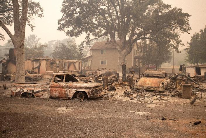 Burned vehicles are surrounded by smoldering rubble while firefighters continue to battle the Valley fire in Middletown, California on September 13, 2015 (AFP Photo/Josh Edelson)