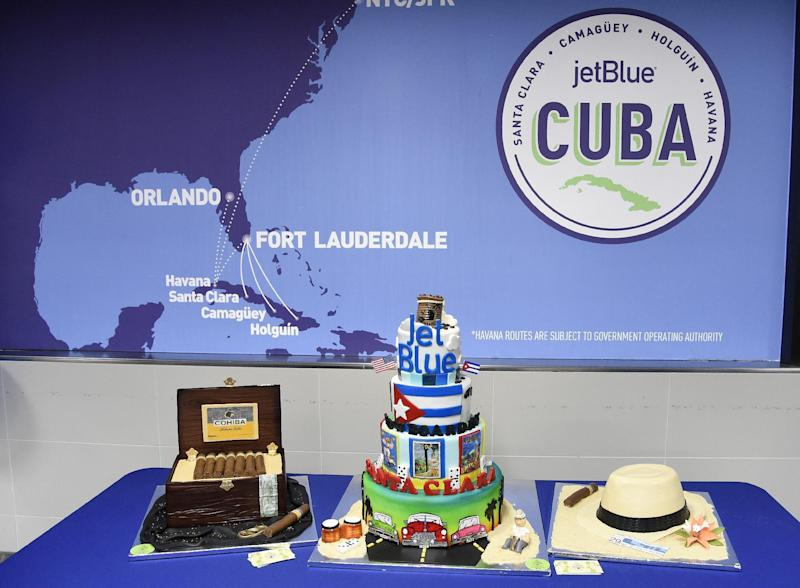 First US-Cuba commercial flight in more than 50 years touches down
