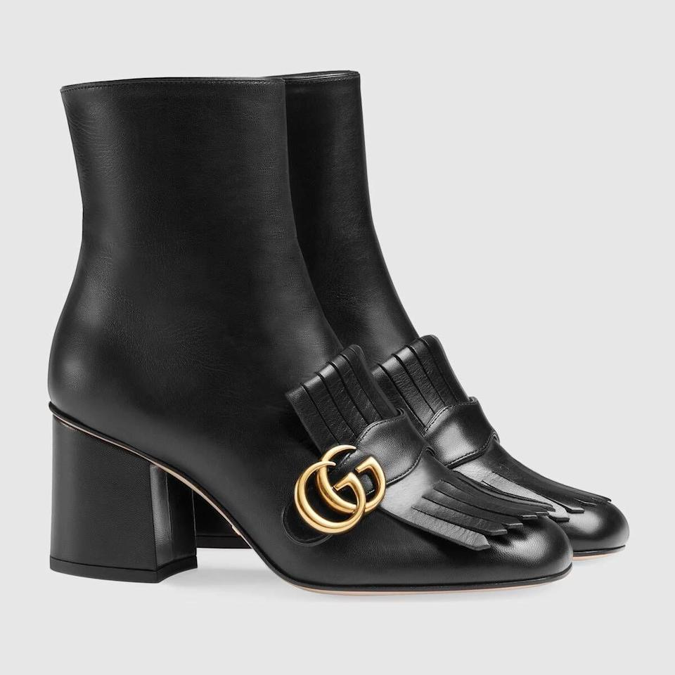 """<p>GUCCI, €890<br><br><a class=""""link rapid-noclick-resp"""" href=""""https://go.skimresources.com?id=86393X1538932&xs=1&url=https%3A%2F%2Fwww.gucci.com%2Fit%2Fit%2Fpr%2Fwomen%2Fshoes-for-women%2Fboots-and-booties-for-women%2Fleather-ankle-boot-p-408210C9D001000"""" rel=""""nofollow noopener"""" target=""""_blank"""" data-ylk=""""slk:ACQUISTA ORA"""">ACQUISTA ORA</a></p>"""