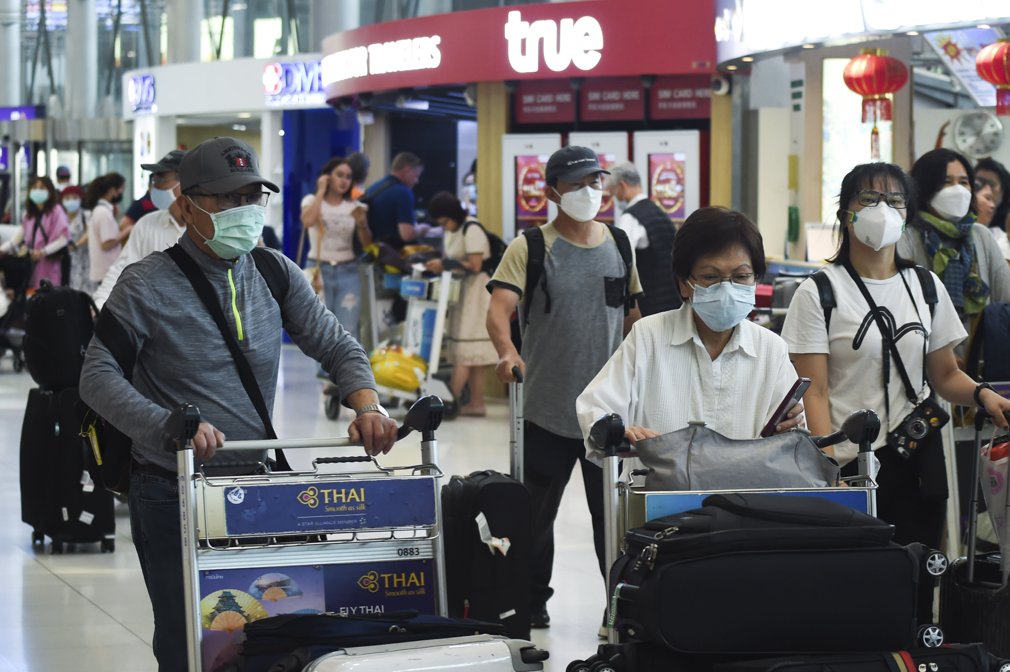 Tourists wearing protective masks walk at Suvarnabhumi Airport in Bangkok, Thailand, 29 January 2020. (Photo by Anusak Laowilas/NurPhoto via Getty Images)