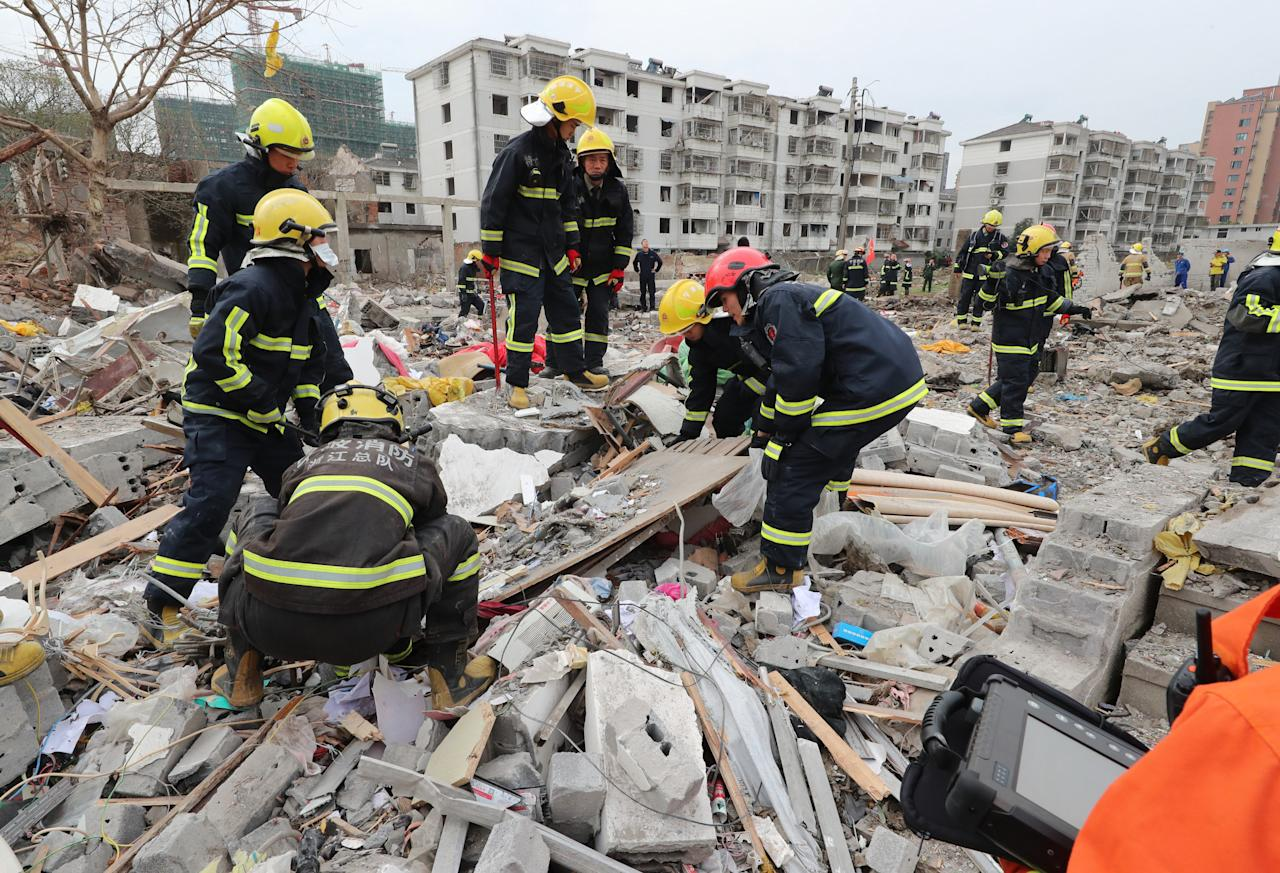 <p>Rescue workers look for survivors after an explosion in Ningbo, China's eastern Zhejiang province on Nov. 26, 2017. (Photo: STR/AFP/Getty Images) </p>