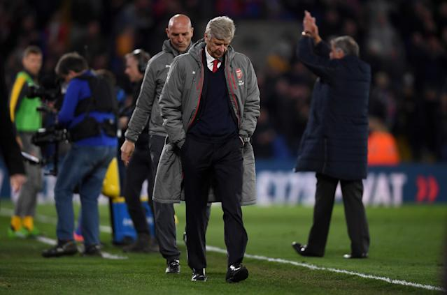 <p>Arsene Wenger bows his head as he leaves the Selhurst Park pitch</p>
