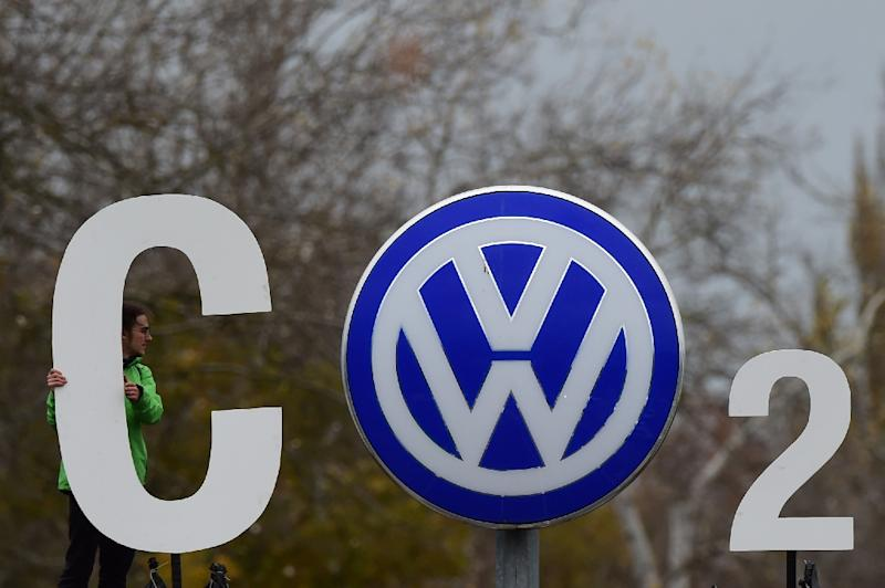 Volkswagen boss apologises to shareholders over emissions scandal