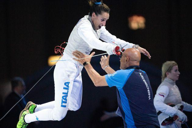 18 June 2019, North Rhine-Westphalia, Duesseldorf: Fencing: European Championship: foil, single, damn, final: Di Francisca (Italy) - Deriglazova (Russia): Elisa Di Francisca (l) jumps into the arms of her coach Andrea Cipressa after winning the final. Photo: Federico Gambarini/dpa (Photo by Federico Gambarini/picture alliance via Getty Images) (Photo: picture alliance via picture alliance via Getty Image)
