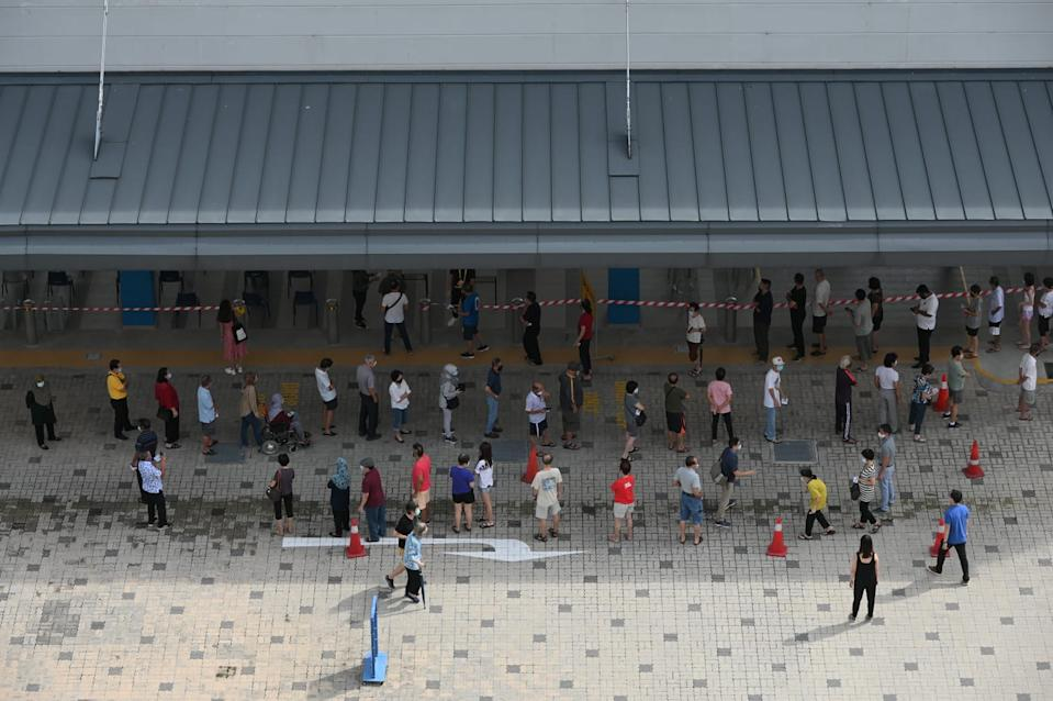 The queue to vote at Dunearn Secondary School in the morning of Polling Day. (Photo: Joseph Nair for Yahoo News Singapore)