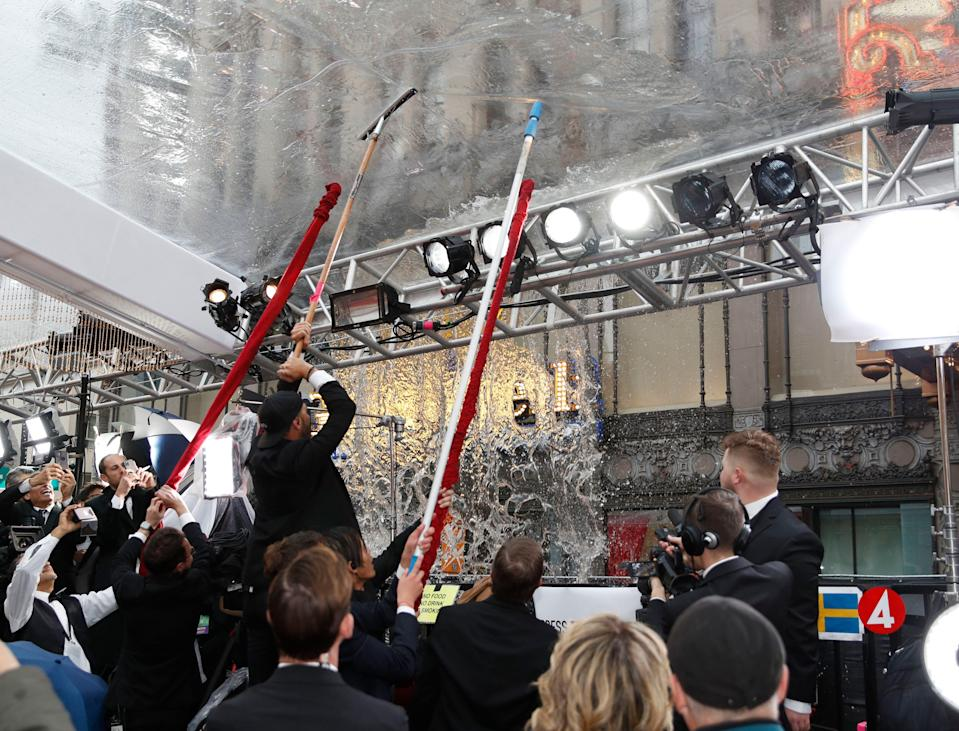Oscars: Downpour Puts a Damper on the Red Carpet