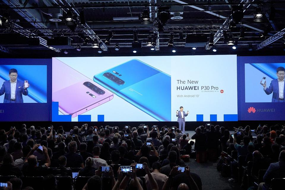 """Huawei's Richard Yu with the """"new"""" P30 Pro at IFA 2019 (Huawei )"""