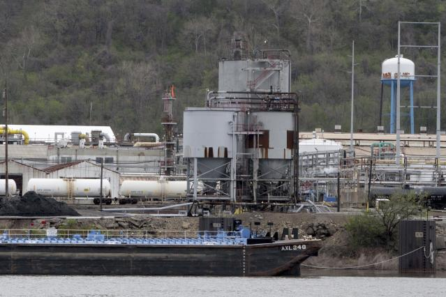 A large chemical tanks sits on the grounds of Eagle Natrium LLC in New Martinsville, W.Va. (Photo: Raymond Thompson/AP)