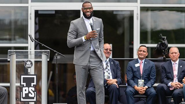 "<a class=""link rapid-noclick-resp"" href=""/nba/players/3704/"" data-ylk=""slk:LeBron James"">LeBron James</a> will be one of the celebrities at Aretha Franklin's funeral this Friday. Former Detroit Piston <a class=""link rapid-noclick-resp"" href=""/college-football/players/277656/"" data-ylk=""slk:Isiah Thomas"">Isiah Thomas</a> will also be at the service."