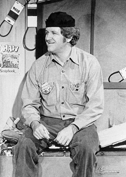 """FILE - In this Aug. 5, 1985 file photo shows George """"Goober"""" Lindsey, the jovial persona on """"The Andy Griffith Show"""" and """"Hee Haw."""" Lindsey, who spent nearly 30 years as the grinning Goober Pyle, died early Sunday, May 6, 2012. He was 83. (AP Photo, File)"""
