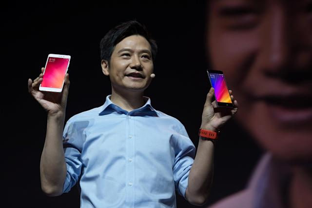Lei Jun, founder and CEO of Xiaomi, holds Xiaomi 5s and 5s plus phones. [REUTERS/Stringer]