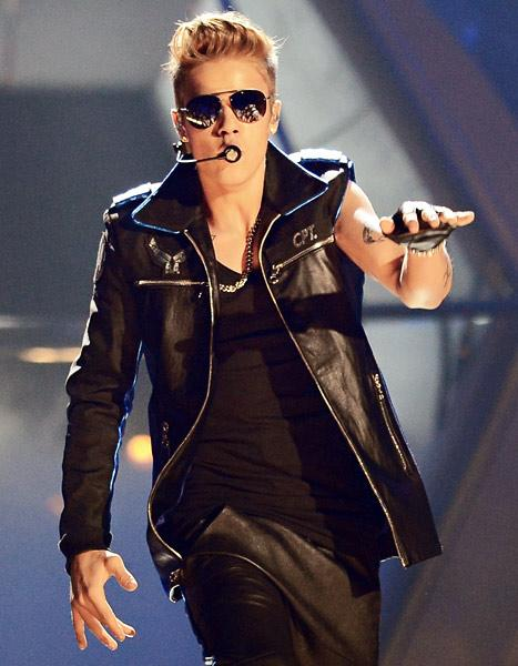 Justin Bieber Booed at Billboard Music Awards