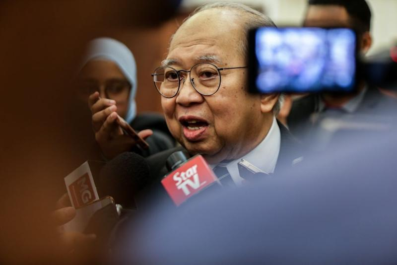 Gua Musang MP Tan Sri Tengku Razaleigh Hamzah noted that there is a scuffle between Anwar and Azmin's camp on social media and acknowledged that it could lead to a possible split in the party.. — Picture by Ahmad Zamzahuri