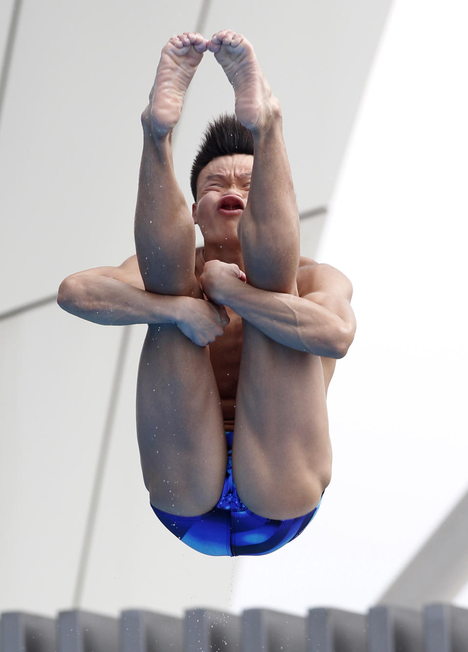 China's He Min dives during the men's 1-meter Springboard final at the FINA Swimming World Championships in Shanghai, China, Monday, July 18, 2011. (AP Photo/Wong Maye-E)