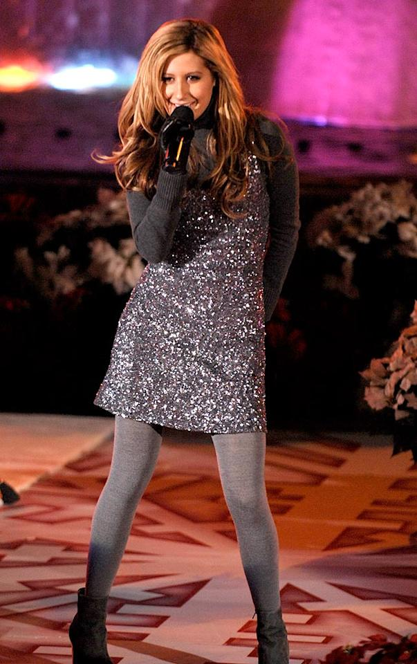 """The adorable pop tart looked like a million bucks, but she short-changed the audience with a sub-par performance of """"Last Christmas"""" when she took a page out of another Ashlee's book by lip-synching. Kevin Mazur/<a href=""""http://www.wireimage.com"""" target=""""new"""">WireImage.com</a> - November 28, 2007"""