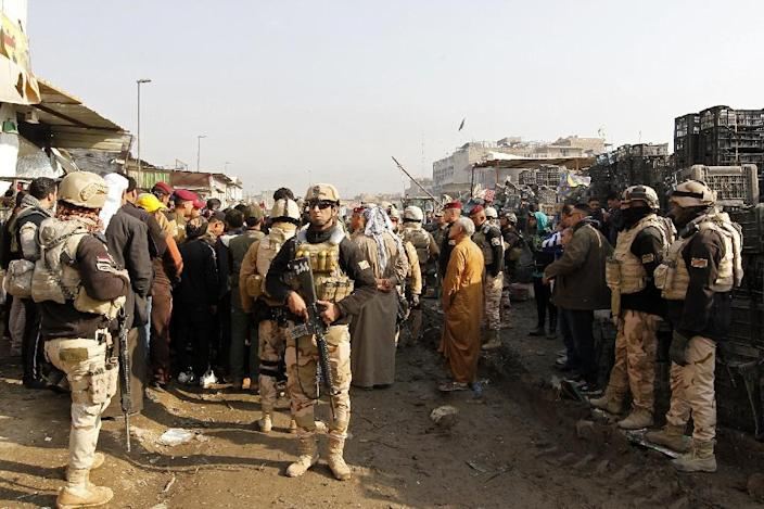 Iraqi security forces secure the site of an attack at Baghdad's main vegetable market on January 8, 2017 (AFP Photo/Sabah Arar)