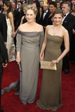 Actress Meryl Streep and her daughter Louisa arrive at the 81st Academy Awards in Hollywood, February 22, 2009.