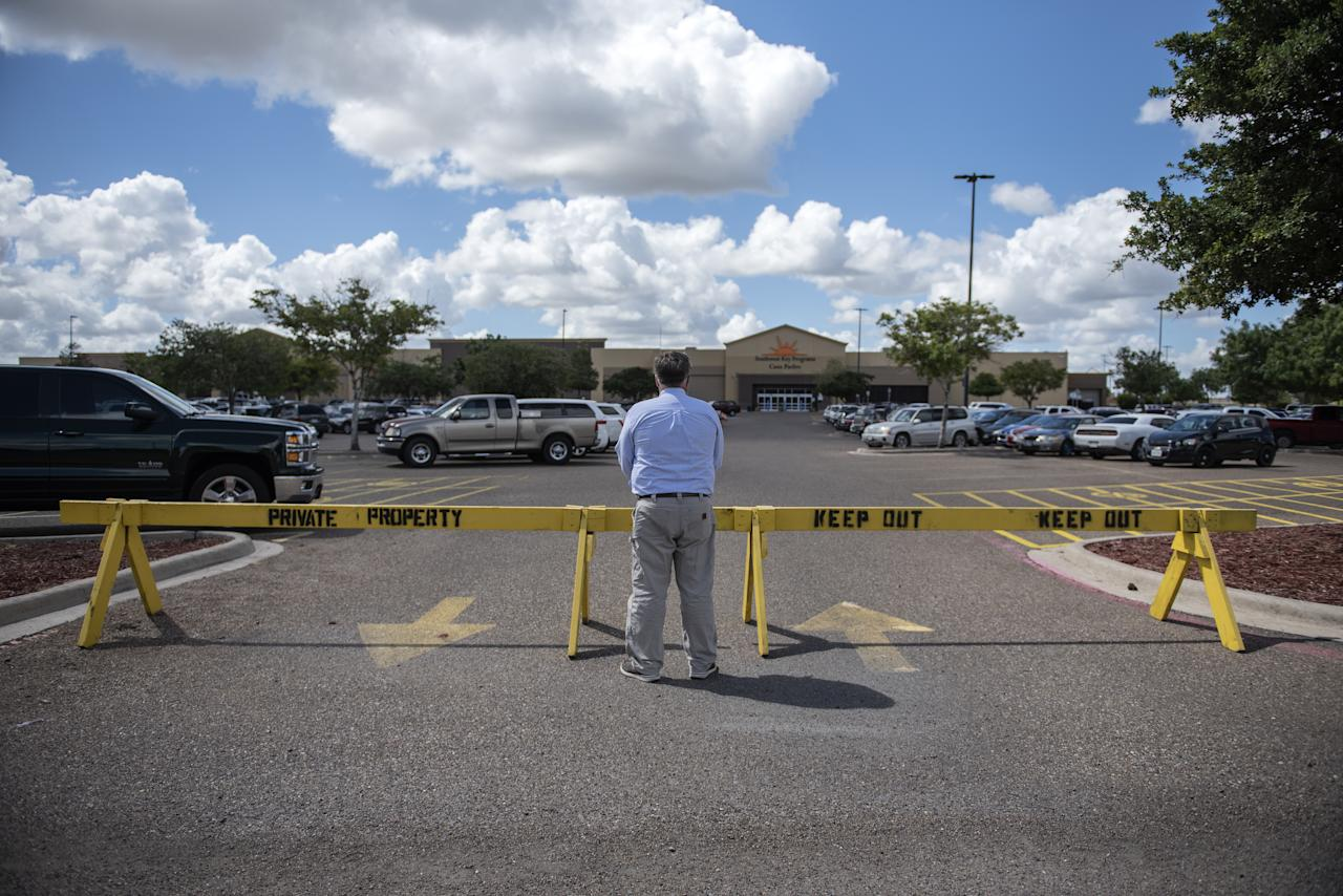 <p>A man stops to view the Southwest Key-Casa Padre Facility, formerly a Walmart Inc. store, in Brownsville, Texas, U.S., on June 17, 2018. Democrats escalated their attacks on President Donald Trump's policy of separating immigrant children from parents who illegally cross the Mexican border, as public outrage over the practice balloons into an election-year headache for Republicans. (Photo from Sergio Flores/Bloomberg) </p>