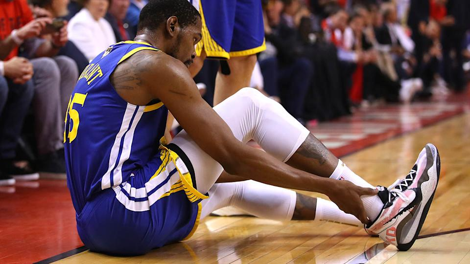 Kevin Durant reacts after sustaining an injury. (Photo by Gregory Shamus/Getty Images)