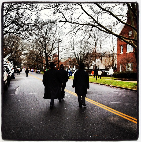 Mourners arrive at the funeral service for 6-year-old Newtown shooting victim Noah Pozner in Fairfield. (Dylan Stableford/Yahoo! News)