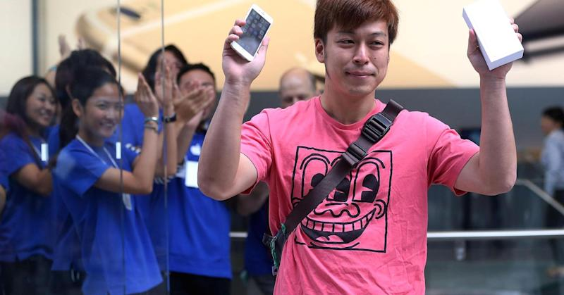 iPhone 6 global launch kicks off with a bang