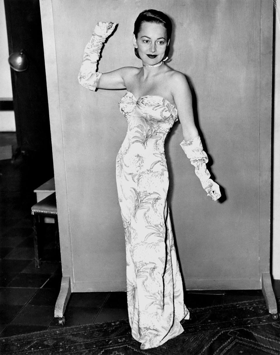 <p>Olivia striking a pose in 1945.</p>