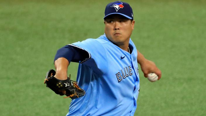 ST PETERSBURG, FLORIDA - SEPTEMBER 30: Hyun-Jin Ryu #99 of the Toronto Blue Jays pitches during Game Two of the American League Wild Card Series against the Tampa Bay Rays at Tropicana Field on September 30, 2020 in St Petersburg, Florida. (Photo by Mike Ehrmann/Getty Images)