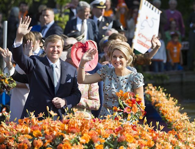 DE RIJP, NETHERLANDS - APRIL 26: King Willem-Alexander of The Netherlands and Queen Maxima of The Netherlands celebrate King's Day on April 26, 2014 in De Rijp, Netherlands. (Photo by Michel Porro/Getty Images)