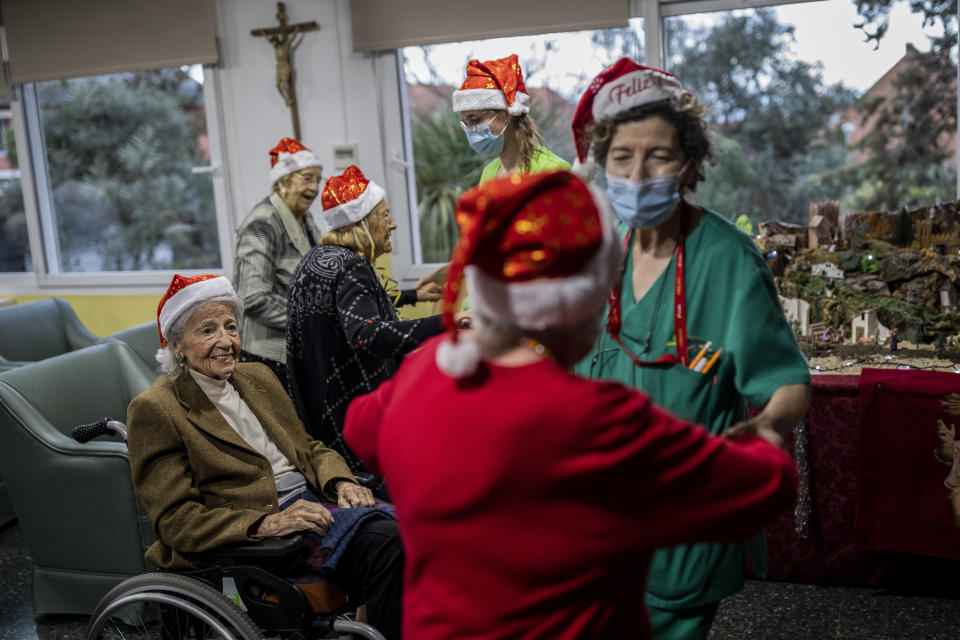 Residents of an elderly care home celebrate Christmas Eve in Pozuelo de Alarcon, outskirts of Madrid, Thursday, Dec. 24, 2020. Many of the elderly in the residence haven't celebrate Christmas Eve with their relatives to prevent the spread of coronavirus (AP Photo/Bernat Armangue)