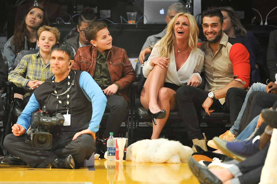 Sean Federline, Jayden James Federline, Britney Spears and Sam Asghari attend a basketball game between the Los Angeles Lakers and the Golden State Warriors at Staples Center on November 29, 2017 in Los Angeles, California.  (Photo by Allen Berezovsky/Getty Images)