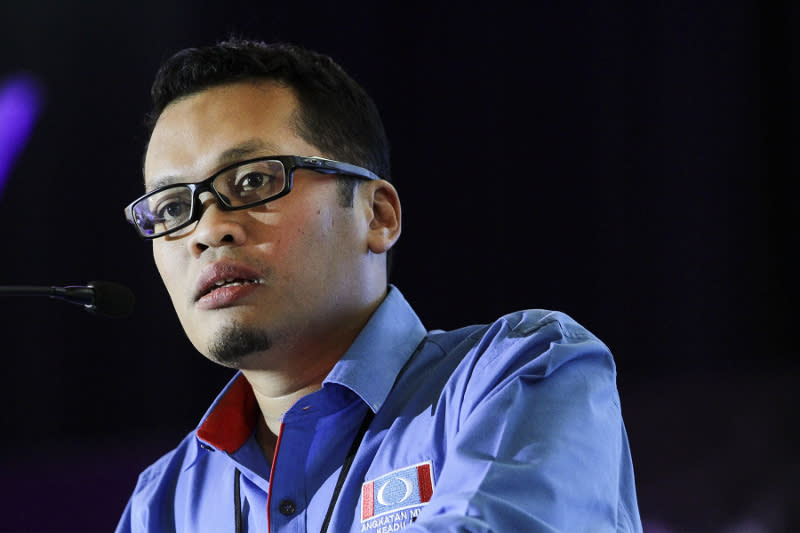 PKR chief organising secretary Nik Nazmi Nik Ahmad told party defectors to stop trying to create more trouble for the party and just leave quickly. ― Picture by Yusof Mat Isa