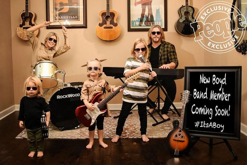 Craig Wayne Boyd and wife Taylor's pregnancy announcement | Deb Wallace Photography