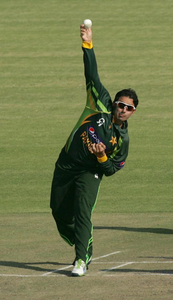 Pakistan bowler Saeed Ajmal in action during the 2nd game of the three match ODI cricket series between Pakistan and hosts Zimbabwe at the Harare Sports Club August 29, 2013.AFP PHOTO / JEKESAI NJIKIZANA        (Photo credit should read JEKESAI NJIKIZANA/AFP/Getty Images)