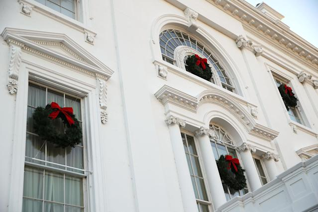 <p>Christmas wreaths are seen on the windows of the White House during a press preview of the 2017 holiday decorations Nov. 27, 2017 in Washington, D.C. (Photo: Alex Wong/Getty Images) </p>