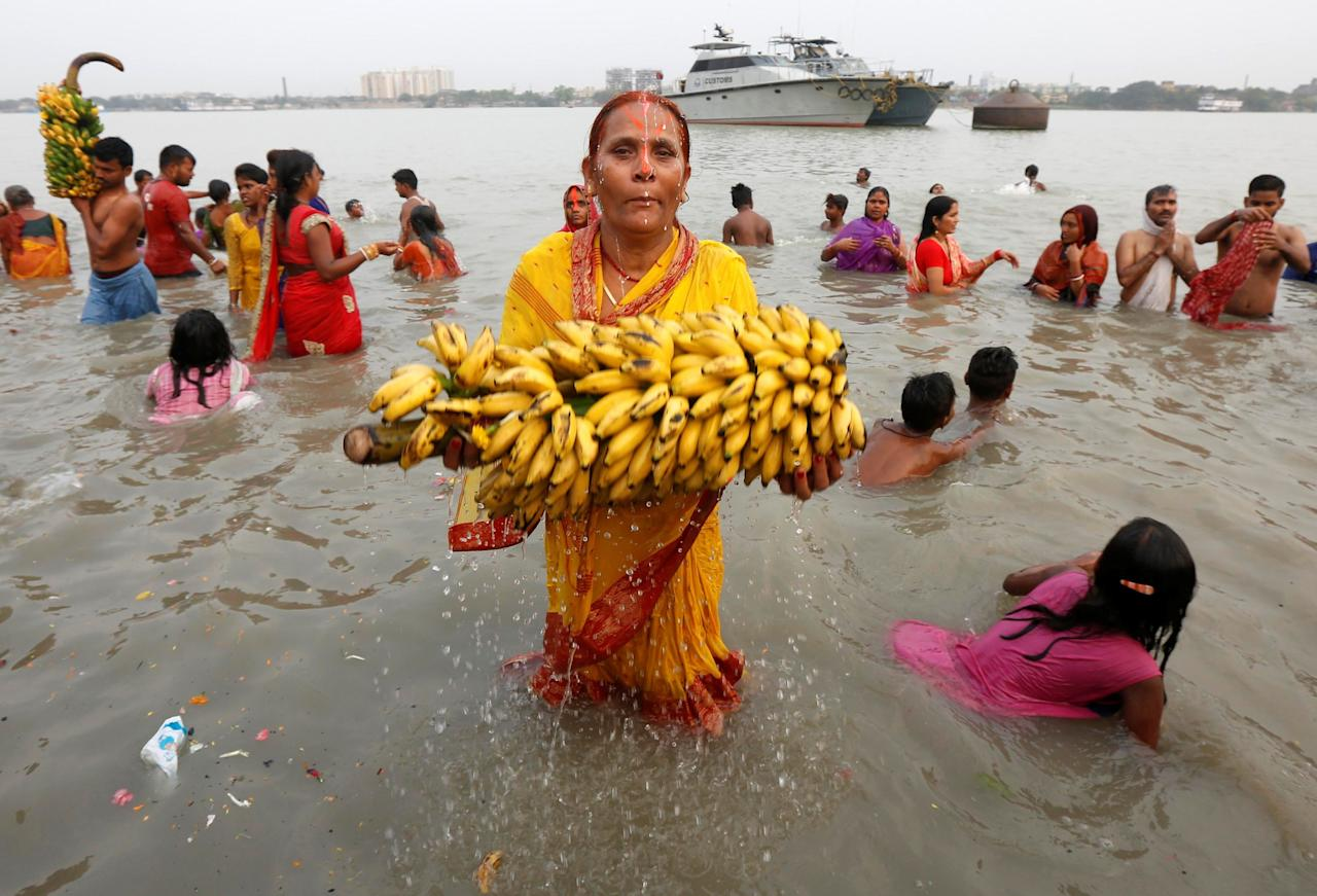 <p>A Hindu devotee performs a ritual as she offers prayers to the Sun god in the waters of the Ganges River during the Chaiti Chhath Festival in Kolkata, India April 3, 2017. REUTERS/Rupak De Chowdhuri </p>
