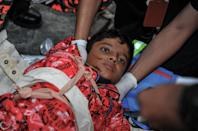 Members of Malaysian rescue team attending to an injured Singaporean student after an earthquake in Kundasang, a town in the district of Ranau (AFP Photo/Malaysia Information Ministry)
