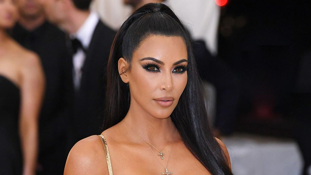 Kim Kardashian's whirlwind day in D.C isn't without 'kontroversy'