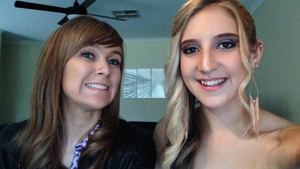Bianca Unwin and her older sister, Katie Haley snap a selfie. Photo: supplied.